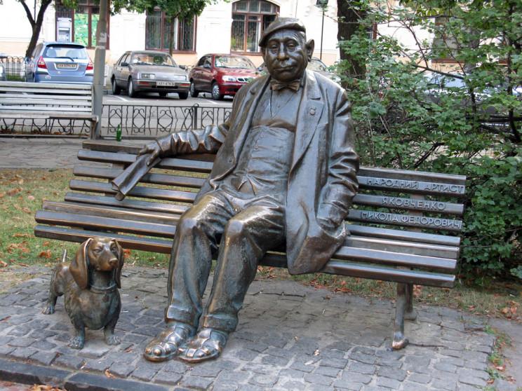 Пам'ятник Миколі Яковченку в Києві. Фото з відкритих джерел