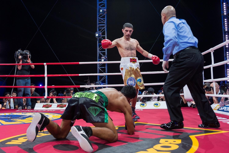 Артем Далакян зібрав найбільшу серед українських чемпіонів кількість перемог – 18, жодного не програв, 17 боїв провів в Україні