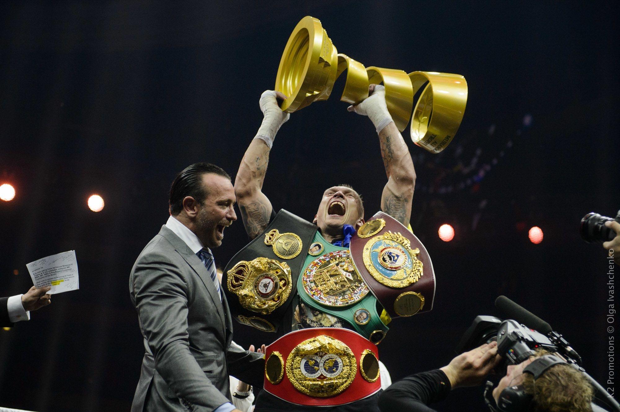 Олександр Усик зібрав усі найпрестижніші пояси у своєму дивізіоні і став першим в історії України абсолютним чемпіоном світу у професійному боксі