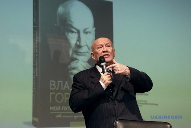У своїй книзі «Мій шлях в задзеркалля» Володимир Горбулін дає характеристики усім п'ятьом президентам України