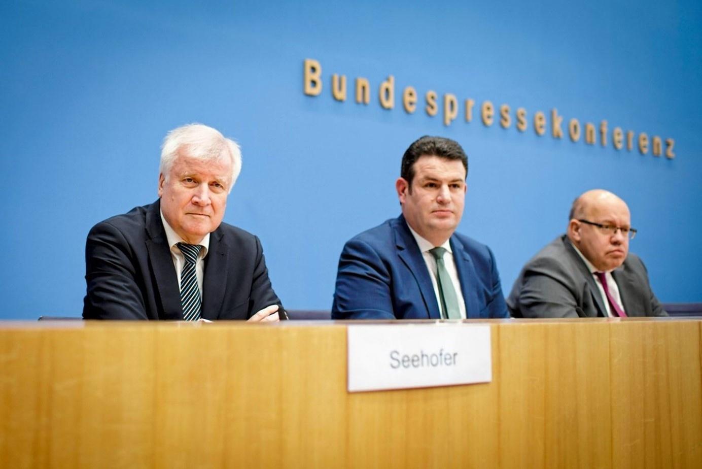 Новий закон презентували одразу три німецьких міністри: (зліва направо) – Горст Зеегофер, Хубертус Хайль та Петер Альтмайєр