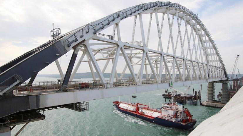 Через незаконний міст, який Росія протягнула до захопленого Криму, судна вантажомісткістю понад 20 тисяч тонн тепер не проходять до українських портів