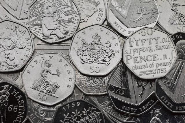 У Великобританії знищать 50-пенсові монети, викарбувані раніше в честь виходу країни з Євросоюзу. За даними агентства Bloomberg, причиною цього стала зміна дати Brexit, призначеного раніше на 31 жовтня 2019 року. Саме ця дата і була вказана на монетах