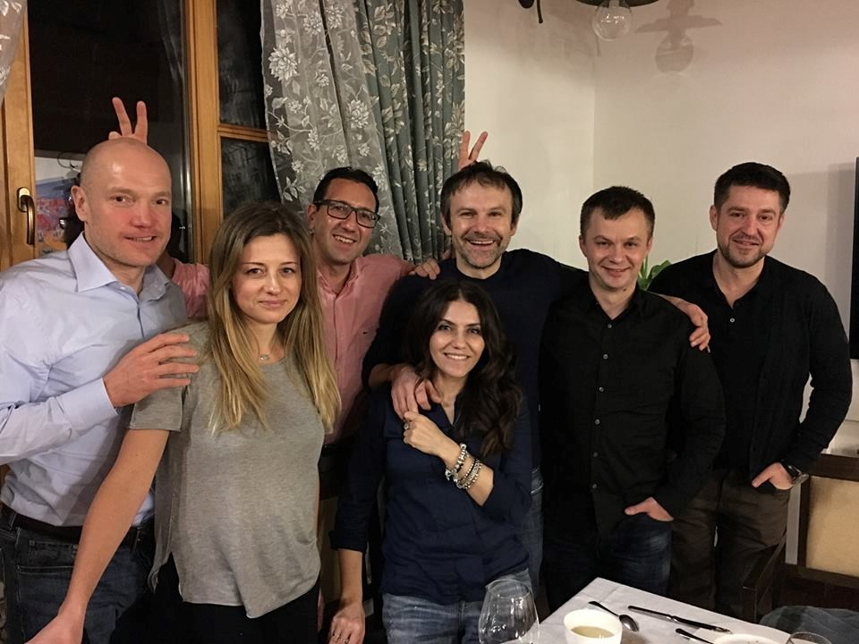 Томаш і Наталя Фіали, Вакарчук з дружиною Лялею Фонарьовою, Тимофієм Міловановим та його колегами з Vox Ukraine (аналітична платформа)