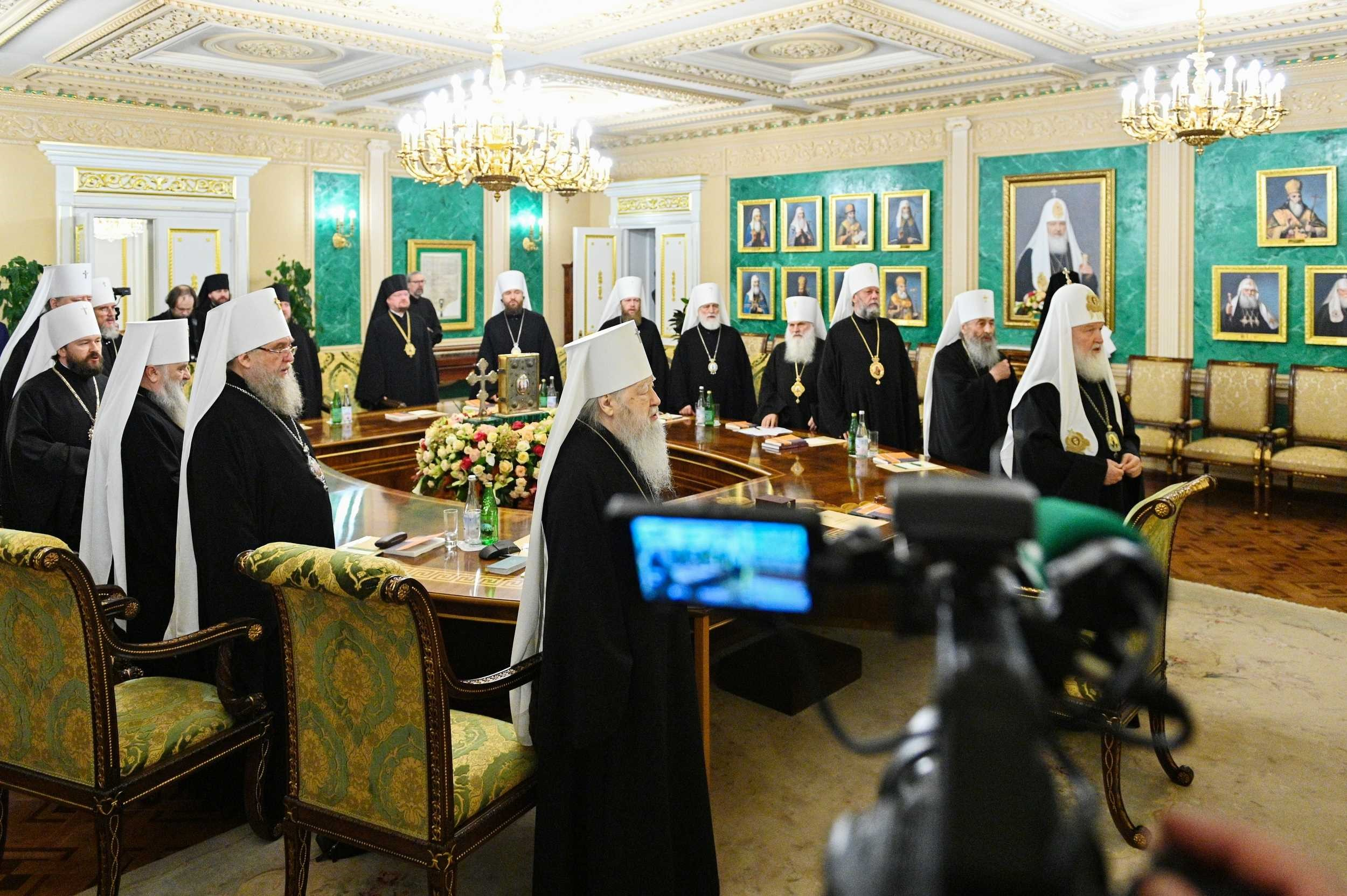 17 жовтня в патріаршій і синодальній резиденції в Даниловому монастирі в Москві патріарх Московський Кирило очолив позачергове засідання Священного синоду РПЦ