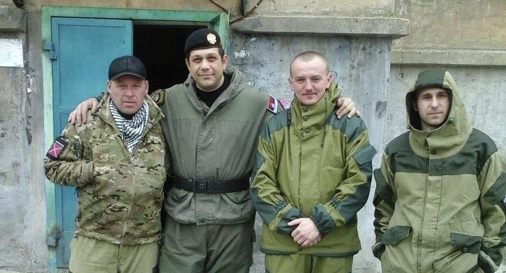Радомир Почуча (другий зліва) на Донбасі. Джерело фото Sputnik Srbija