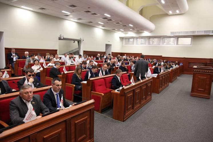 Київрада з третьої спроби 68 голосами ухвалила скандальне рішення щодо будівництва на Поштовій. Фото: depo.ua