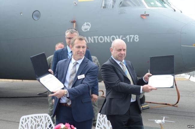 Два місяці тому «Антонов» отримав нового керівника – Олександра Донця (на фото – праворуч)