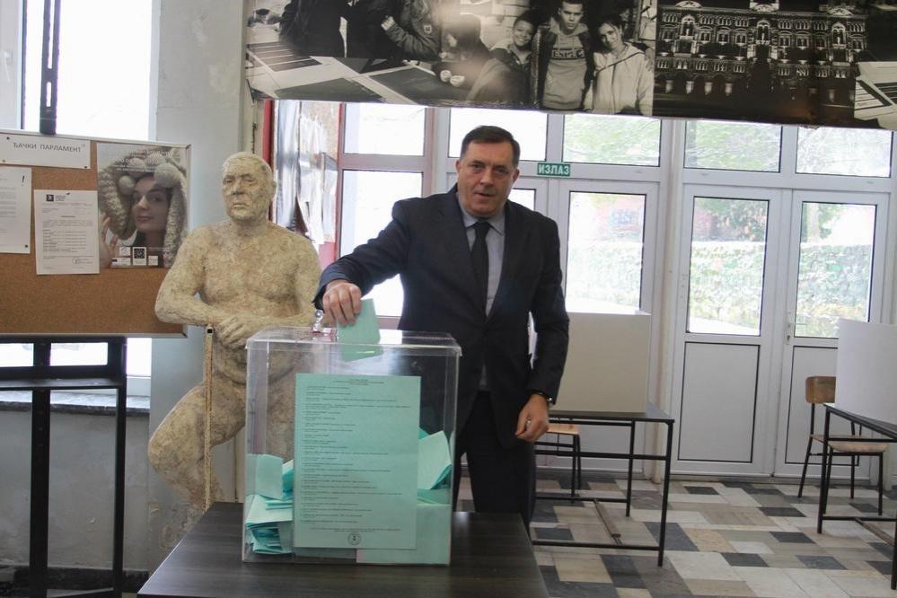 Мілорад Додік, президент Республіки Сербської (частина Боснії і Герцеговини) голосує на місцевих виборах в Белграді, Сербія. 4 березня 2018 року. Фото www.espreso.rs