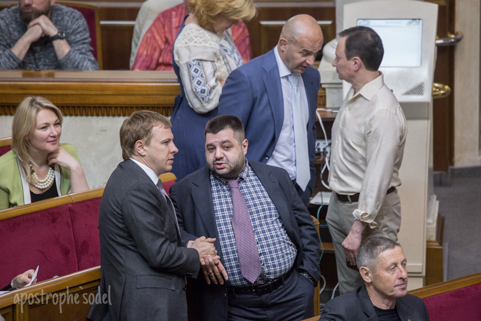 Один з лідерів «Відродження» Віталій Хомутиннік постійно «звіряє годинники» з впливовим депутатом від БПП Олександром Грановським