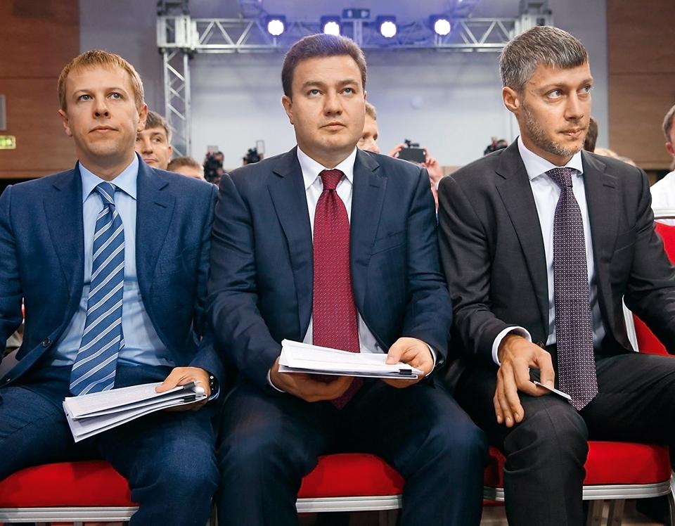 Віталій Хомутиннік (зліва) та Віктор Бондар (в центрі) довго ділили лідерство в «Відродженні»