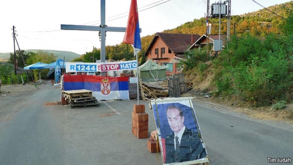 Блокада доріг в Косово із використанням портретів Путіна, 2011 р. Джерело фото economist.com.