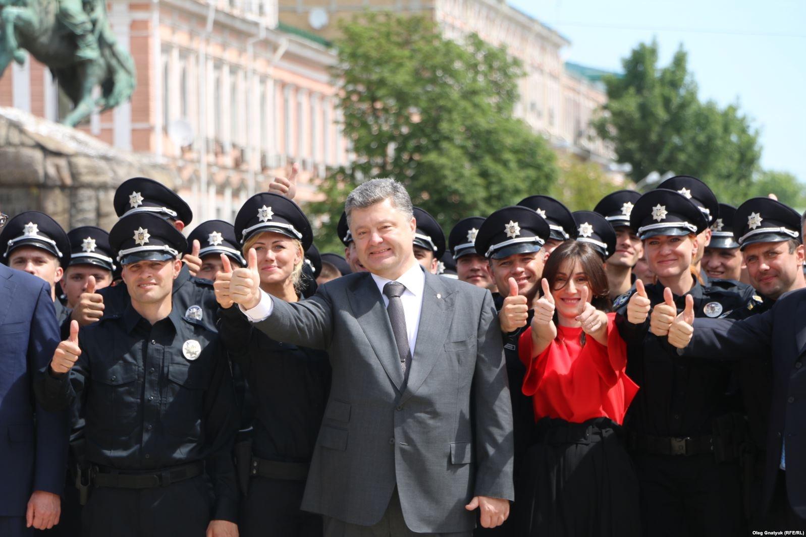 4 липня 2015-го року на Софійській площі у Києві співробітники нової поліції у присутності президента склали присягу на вірність Україні.