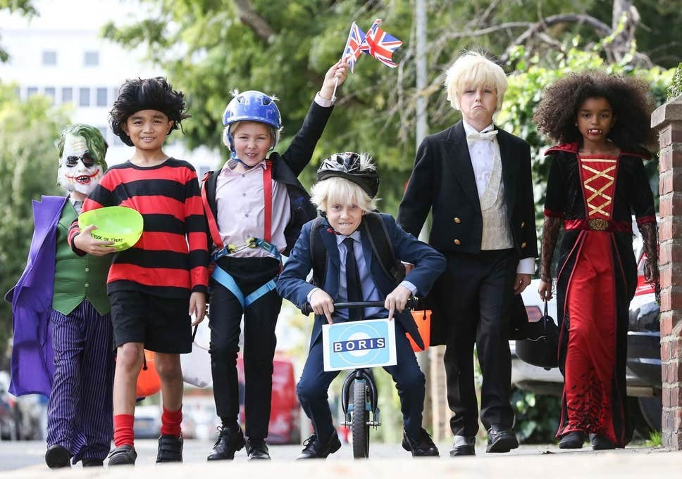 За даними британських ЗМІ, тема Brexit буде використовуватися більш ніж в половині випадків створення маскарадних костюмів на цьогорічний Геловін. Найпопулярніший образ – Борис Джонсон Джерело <a href=