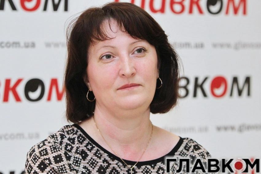 Наталю Корчак, вже колишнього керівника НАЗК, пов'язували з «Народним фронтом»