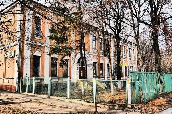 Згідно із державною концепцією, у будівлі по вул. Іллєнка, 44 (колишня контора єврейського кладовища) розміститься меморіальний музей пам'яті жертв Бабиного Яру.
