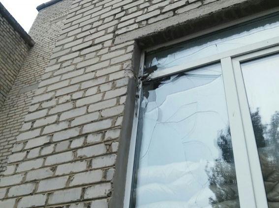 «Режим тиші»: терористи обстріляли школу вМар'їнці