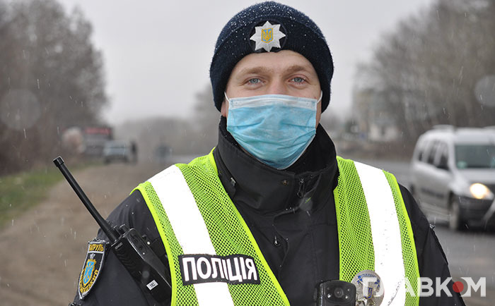Штрафують правоохоронці і за відсутність масок на обличчі людей