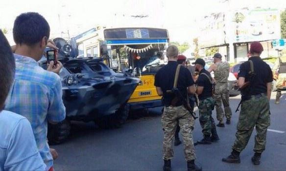 УТернополі броньовик зіткнувся зтролейбусом