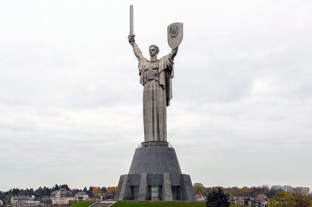Монумент Батьківщина-Мати, фото з відкритих джерел
