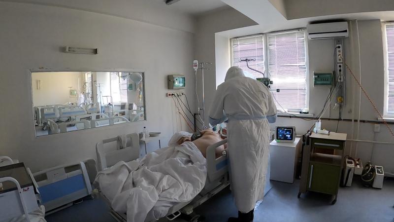 У около 28 000 госпитализированных тесты на наличие коронавируса показали отрицательный результат