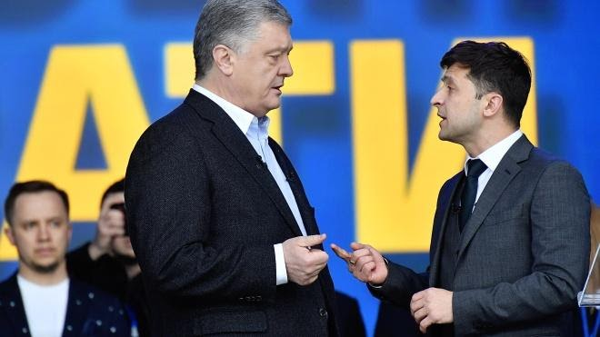 Во время избирательной кампании команда Зеленского требовала от Порошенко обнародовать перечень его оффшорных компаний, банков, в которых они имеют счета, а также финансовую отчетность этих компаний