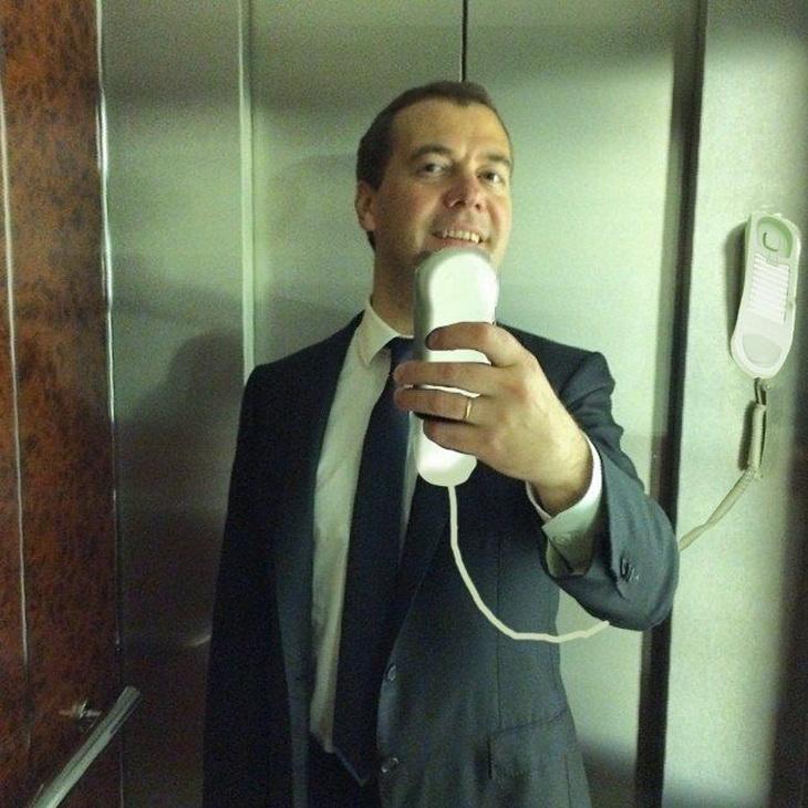 одной стороны прикольные фото селфи в лифте косметики