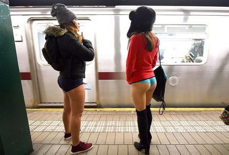 высокодухней русские девчонки без штанов ждали коридоре