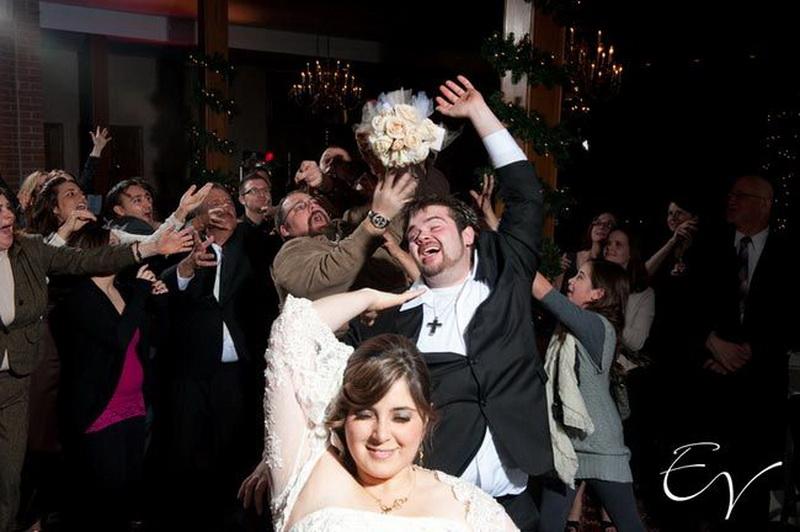 Свадебный букет, кто поймал букет на свадьбе