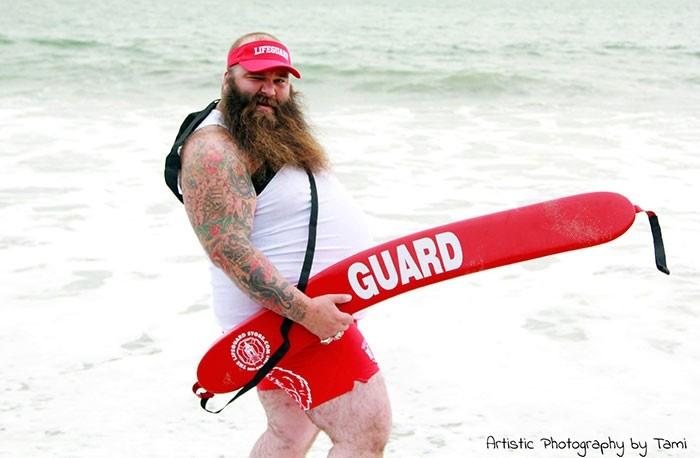 Пляжная фотосессия весёлого бородатого мужчины взорвала сеть