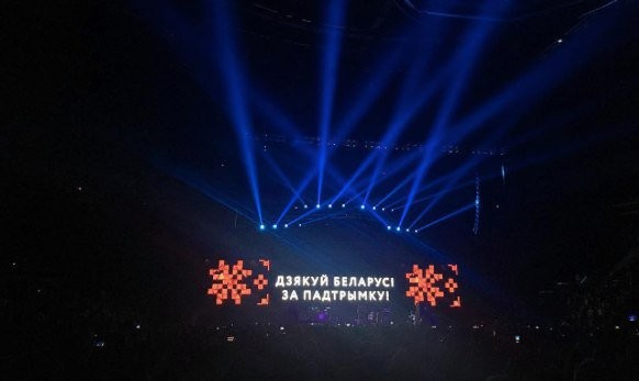 Поки російськомовну Лободу в Києві визнавали «співачкою року», українські пісні Вакарчука підірвали Мінськ