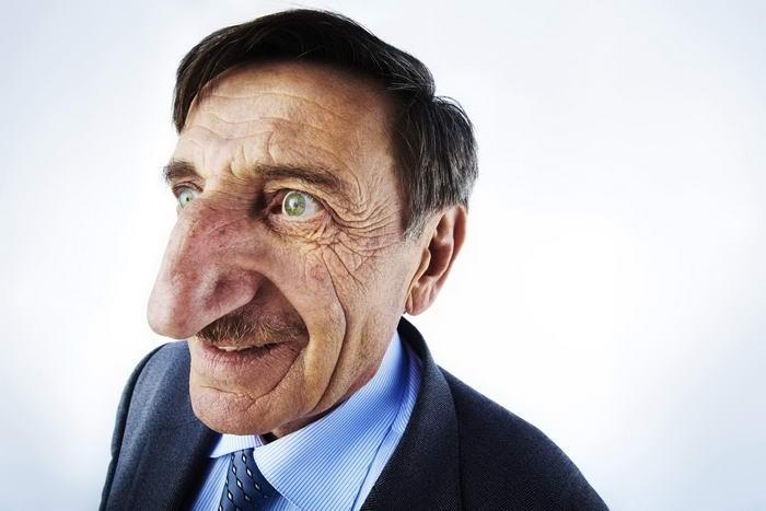 Обладателем самого большого носа в мире является житель Турции Мехмет Озайрик. Длина его носа составляет 8,8 см.