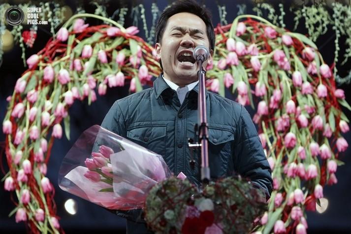 Кроме того, в Японии День всех влюбленных еще и самый шумный. Гвоздем праздника почти во всех городах является конкурс на самое громкое признание в любви.