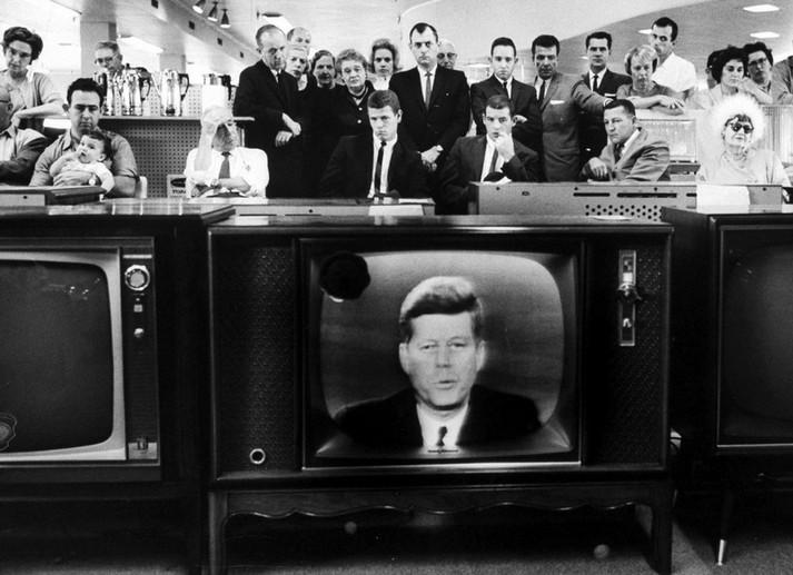 Президент Джон Кеннеди объявляет о морской блокаде во время «Кубинского ракетного кризиса», октябрь, 1962