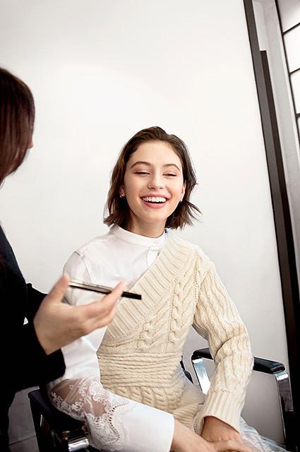 Фото  1 - Очаровательная дочь Джуда Лоу снялась в рекламной кампании  Burberry - Главком 643deeed617
