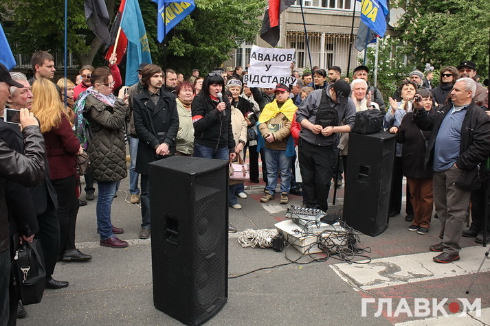 Плювок спровокував масові заворушення під МВС. Відео зі скандального протесту націоналістів