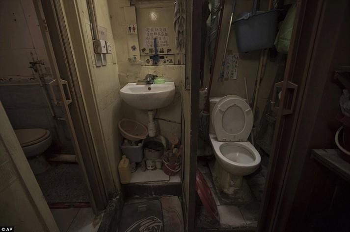 Дім завбільшки з труну. Як люди в Гонконзі живуть у крихітних норах