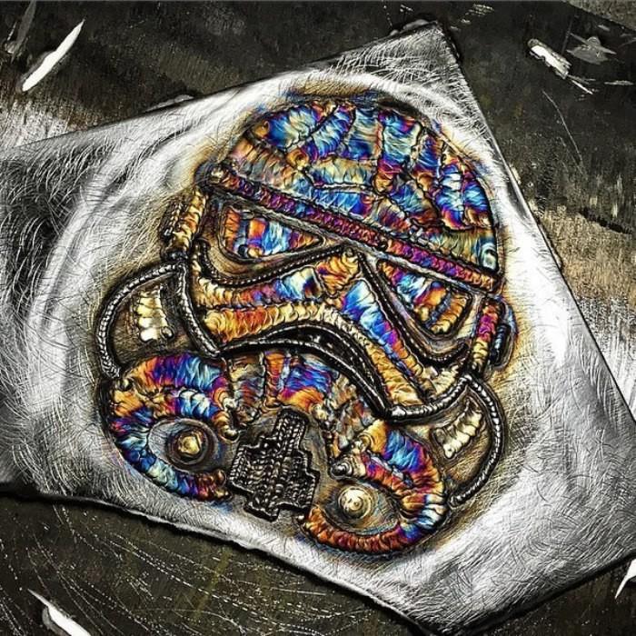сварщик создает удивительные картины из сварных швов