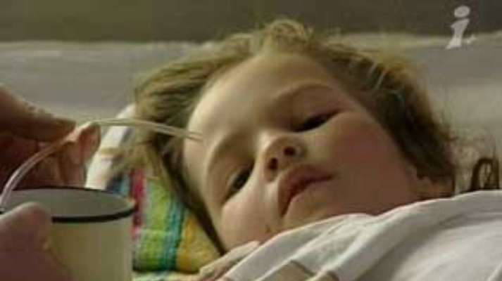 Маленькая Настя, которая вынесла из горящего дома двухлетнюю сестру Люду, получила ожоги 80% кожи.