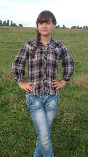 Несмотря на многочисленные операции Настя до сих пор носит одежду с длинным рукавом. На руках еще остались рубцы, напоминающие о том страшном дне.