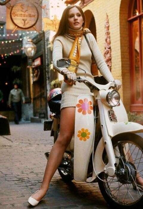 Девушка на скутере, 1969 год