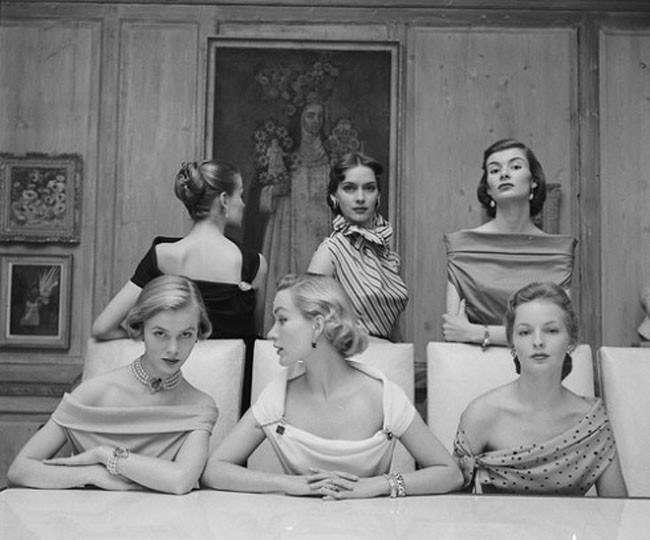 Модели в роскошных декольте, 1950 год