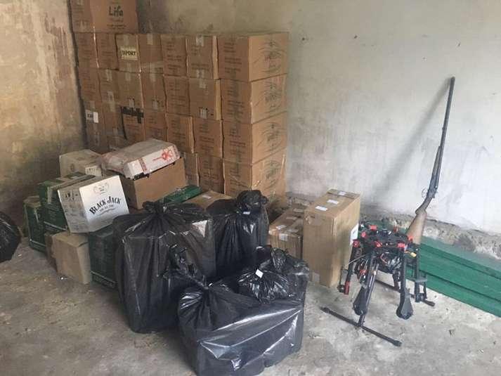 Контрабандисти на Волині дронами переправляли цигарки за кордон