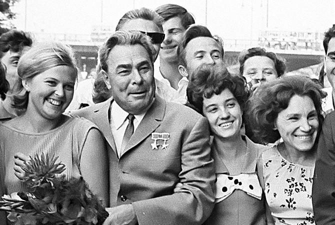 Леонід Брежнєв, якщо вірити архівним фото не був обділений жіночою увагою