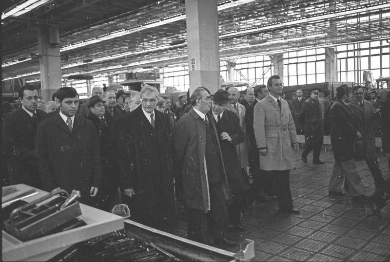 Так дорогий Леонід Ілліч зі свитою відвідував трудові колективи