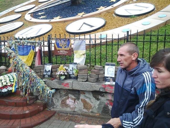 Вандалу, який розгромив пам'ятник Героям Небесної сотні, вручили підозру