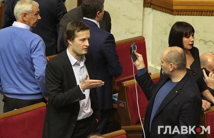 Депутат від БПП Олексій Порошенко дає інтерв'ю позафракційному Бориславу Березі