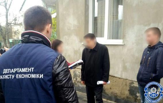 Поліція в Луцьку затримала на хабарі екс-депутата облради