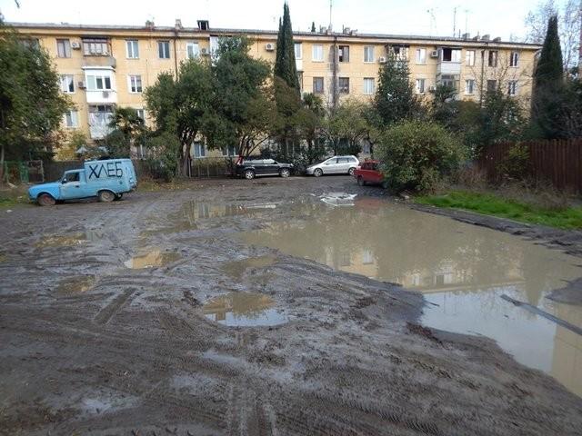 Разруха на улицах оккупированной Ялты: появились новые фото