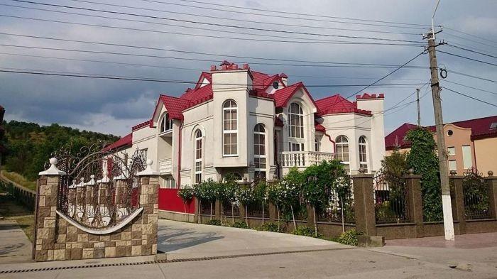 Палаци і замки закарпатського села Нижня Апша. Фотогалерея